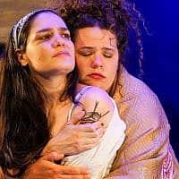 אחיות, למרות הכול. נטע גרטי ומיה לנדסמן 'השיבה' (צילום: רדי רובינשטיין)