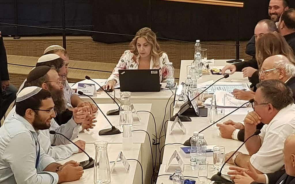 עוצמה יהודית מגישים את הרשימה לוועדת הבחירות בדקה ה-90 אחרי שניסיונות האיחוד כשלו (צילום: ראול ווטליף / TOI)