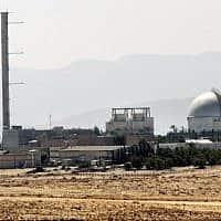 מבט חלקי על הכור הגרעיני בדימונה, 8 בספטמבר 2002 (צילום: AFP/תומאס קואקס)