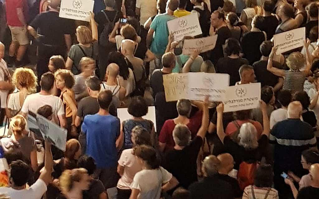 ההפגנה ה-142 בפתח תקווה (צילום: יעל לפיד ואמיר בן-דוד)