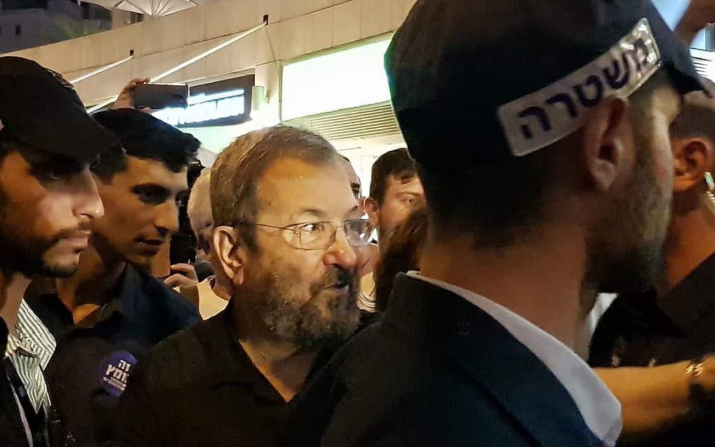 אהוד ברק בהפגנה ה-142 בפתח תקווה (צילום: יעל לפיד ואמיר בן-דוד)