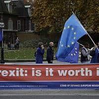 הפגנה מול בניין הפרלמנט הבריטי נגד הברקזיט (צילום: AP Photo/Matt Dunham)