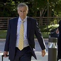 עורך הדין של לי אלבז, ברי פולק, מגיע לבית המשפט הפדרלי לבחירת חבר המושבעים במשפטה בגרינבלט, מרילנד, 16 ביולי 2019 (צילום: צילום: AP/חוזה לואיס מגאנה)