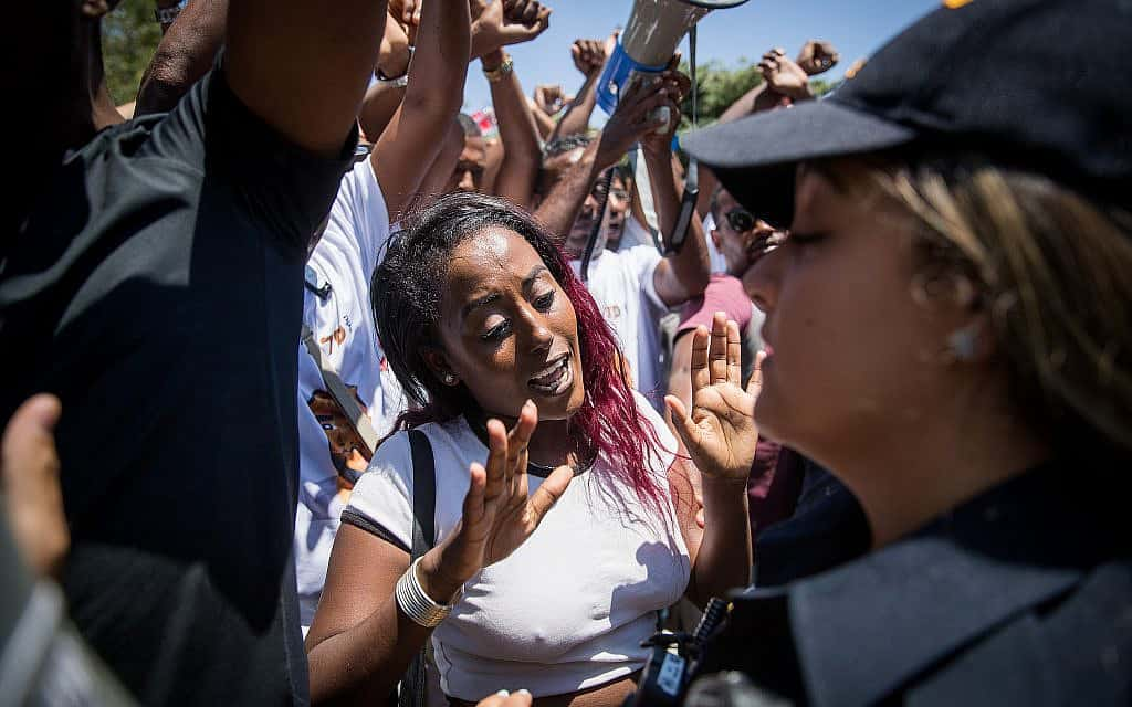 Ethiopians and supporters protest outside the Knesset, against police violence and discrimination following the death of 19-year-old Ethiopian, Solomon Tekah who was shot and killed few days ago in Kiryat Haim by an off-duty police officer, in Jerusalem, July 15, 2019. (צילום: Yonatan Sindel-Flash90)