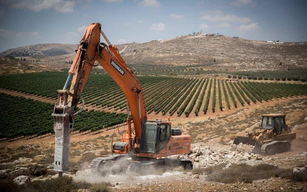 בנייה ישראלית סמוך לשילה, 2017 (צילום: Yonatan Sindel/Flash90)