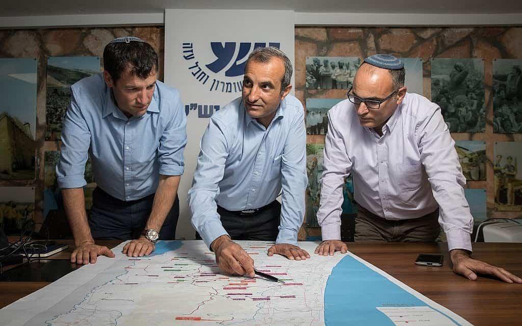 """יגאל דילמוני (מימין) ובכירי מועצת יש""""ע, 2018 (צילום: פלאש 90)"""