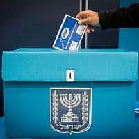 הצבעה בקלפי (צילום: נועם רבקין פנטון/פלאש90)