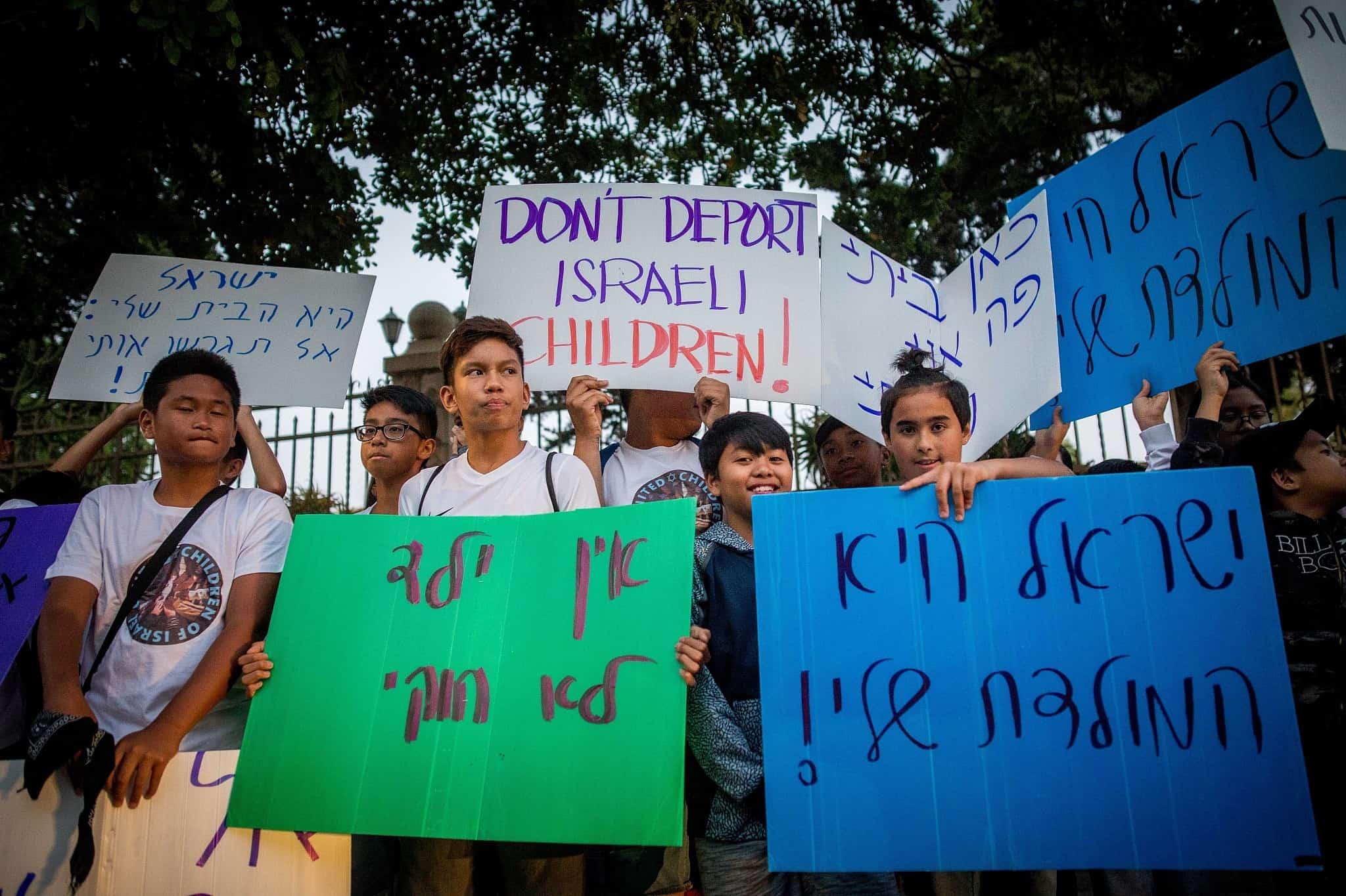מחאה נגד גירוש עובדים פיליפינים וילדיהם (צילום: Yonatan Sindel/Flash90)