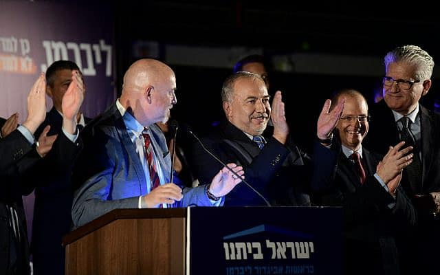 השקת קמפיין ישראל ביתנו – אביגדור ליברמן במרכז, אלי אבידר ראשון מימין (צילום: תומר נויברג/פלאש90)