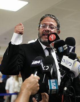 איתמר בן-גביר בעת הגשת רשימת עוצמה יהודית לועדת הבחירות המרכזית לכנסת ה-22 (צילום: נועם רבקין פנטון/פלאש90)