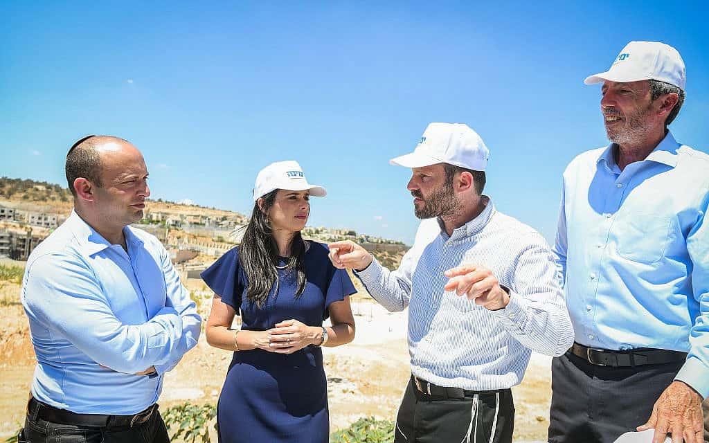 ראשי ימינה – רפי פרץ, בצלאל סמוטריץ׳, איילת שקד ונפתלי בנט – במסע בחירות באלקנה, ב-21 באוגוסט 2019 (צילום: בן דורי/פלאש90)