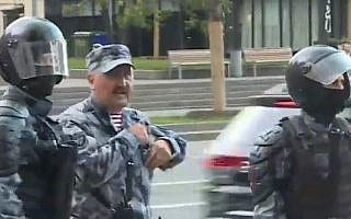 קולונל קוסיוק – צילום מסך מוידאו של מפגין אלמוני
