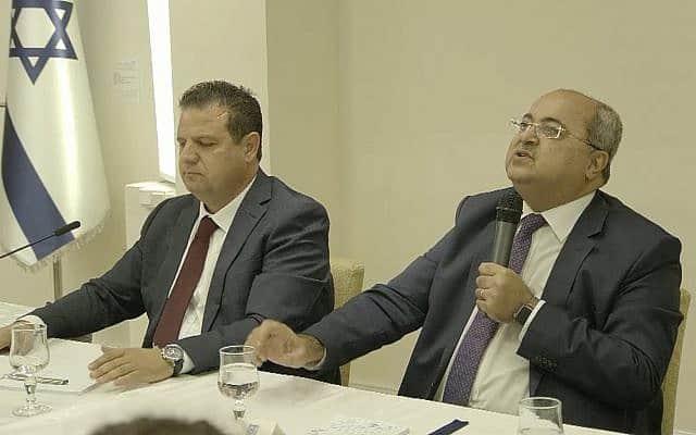 אחמד טיבי ואיימן עודה בפגישה עם הנשיא