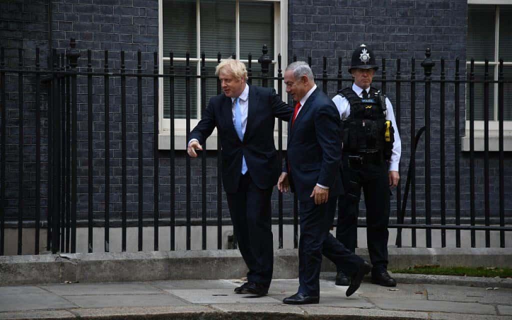"""נתניהו וג'ונסון היום בלונדון. רוה""""מ הבריטי הפסיד בהצבעות על הברקזיט והקדמת הבחירות ואחיו התפטר מהממשלה. יום לא מוצלח לפגישה מדינית עם מקבילו מהמזה""""ת (צילום: נתניהו וג'ונסון בפגישתם בלונדון היום)"""