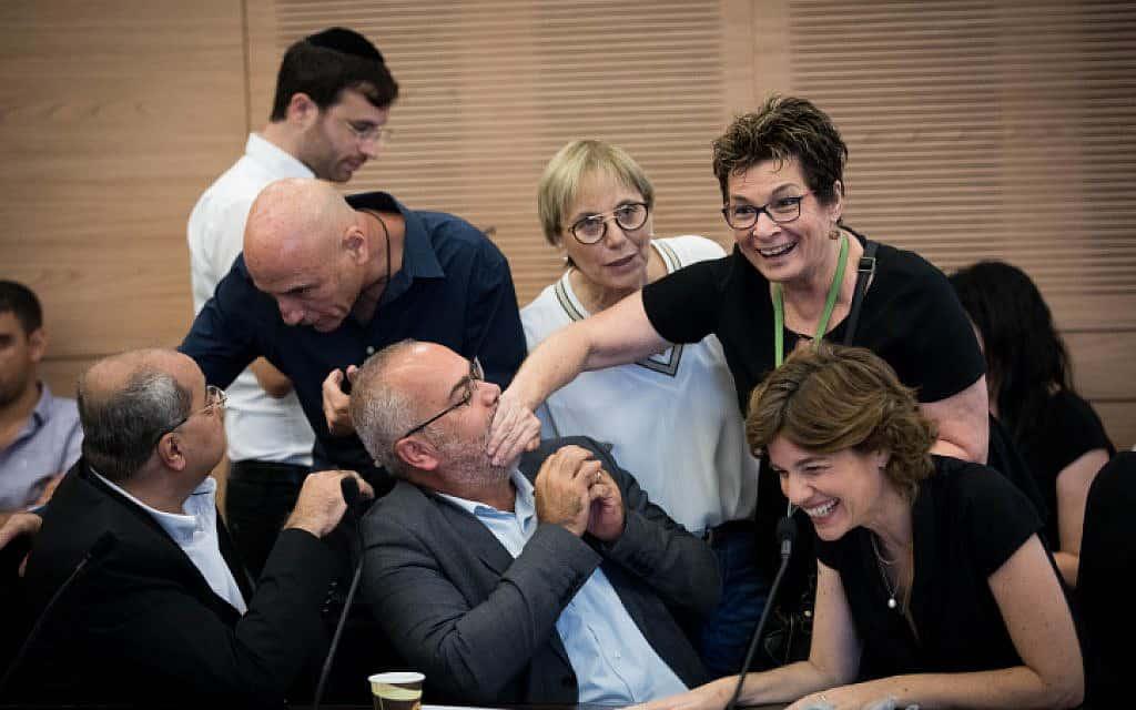 מימין: חברי הכנסת תמר זנדברג, אוסמה סעדי ואחמד טיבי בדיון על חוק המצלמות שנפל היום בוועדה המסדרת (צילום: יונתן סינדל / פלאש 90)