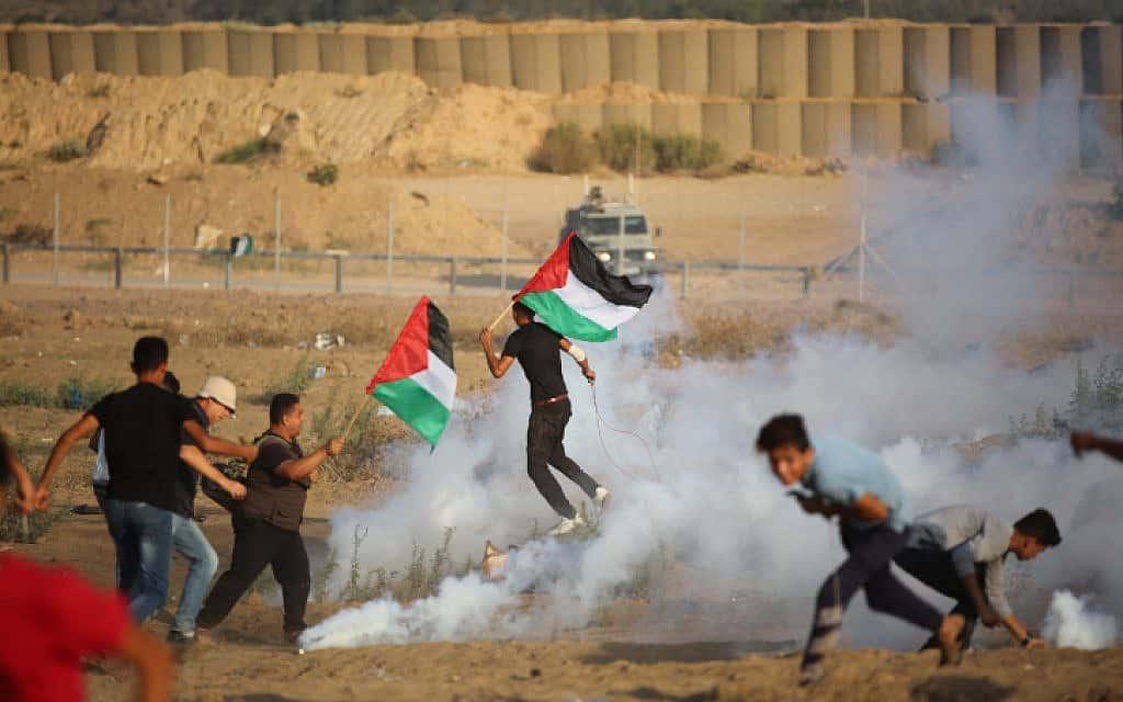 הפגנות על הגדר ליד שג'אעייה שבעזה, היום. השבוע פורסמו ידיעות שלפיהן הקבינט דן במבצע בעזה בלי להתייעץ עם גורמי הבטחון (צילום: חסן ג'די / פלאש 90)