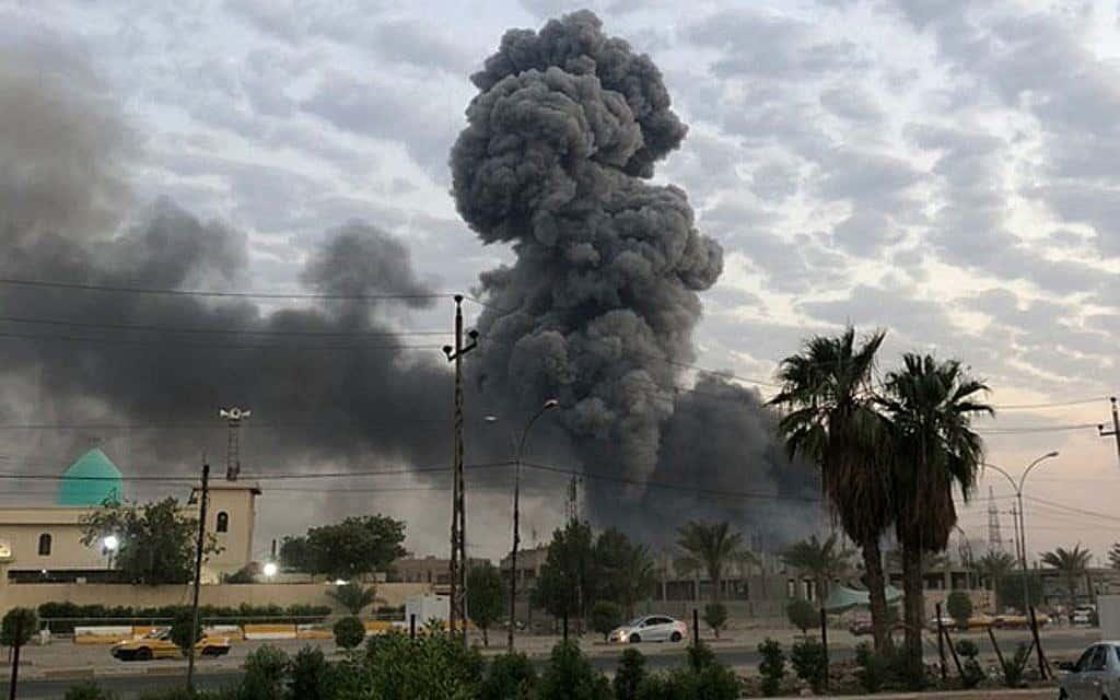 פיצוץ מה-12 באוגוסט מדרום מערב לבגדד. התקיפה היום התרחשה בגבול עיראק-סוריה (צילום: AP\ לואי חמיד)
