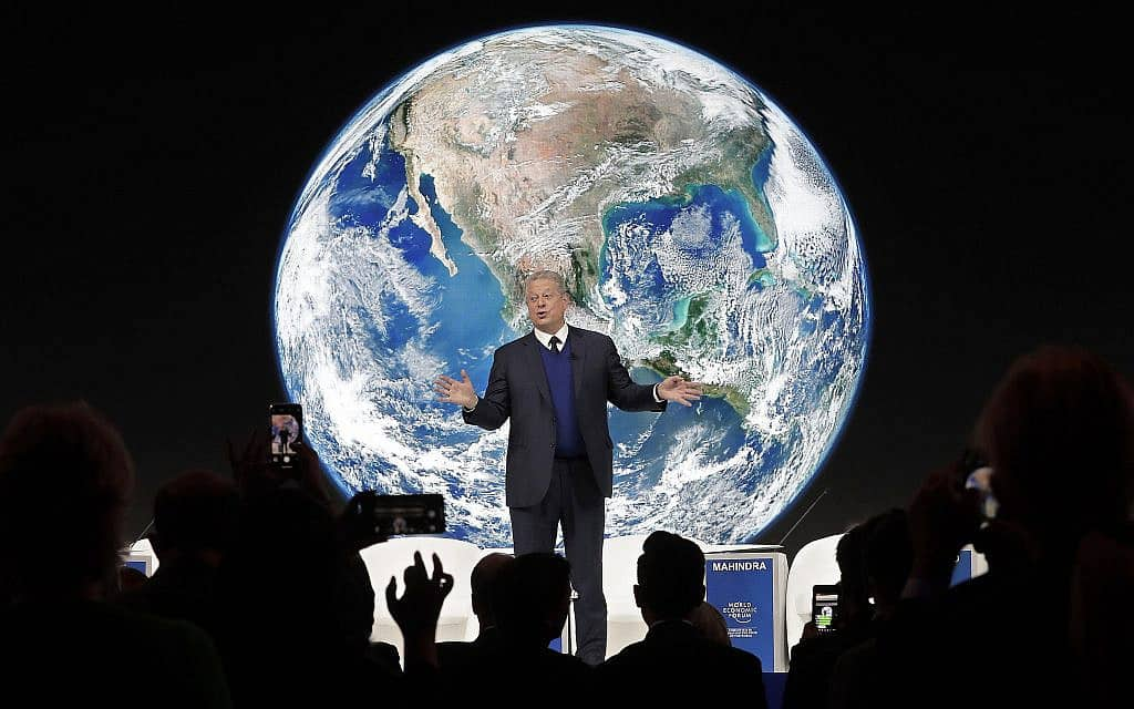 סגן נשיא ארה״ב לשעבר אל גור נואם על משבר האקלים בוועידה הכלכלית בדאבוס, ב-22 בינואר 2019 (צילום: AP Photo/Markus Schreiber)