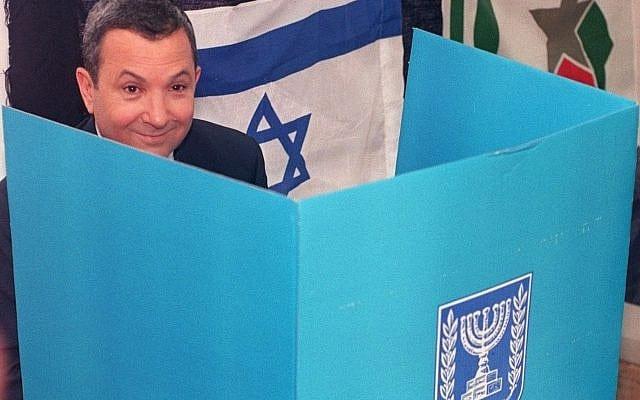 אהוד ברק מצביע בבחירות 1999 (צילום: AP Photo/Nati Harnik)