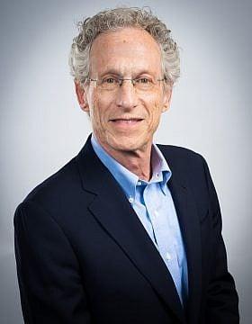 אדוארד ברנסון (צילום: סטיבן ברנדה/יחידת הצילום של אוניברסיטת ניו יורק)