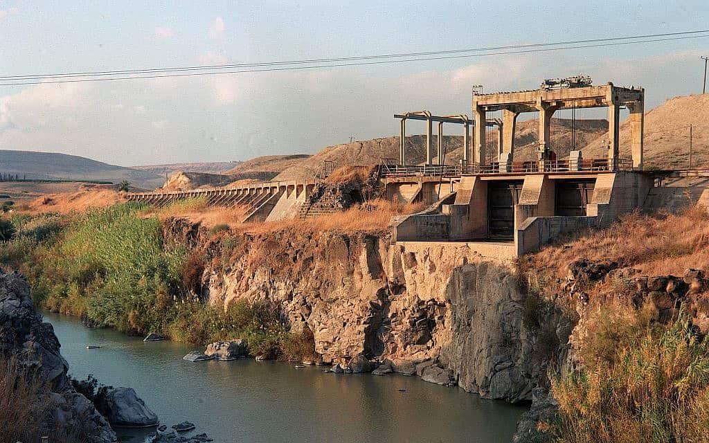 סכר נהריים בתחנת הכוח רוטנברג, ליד קיבוץ אשדוד יעקב, ב-1990 (צילום: דורון הורוביץ/אוסף התצלומים הלאומי)