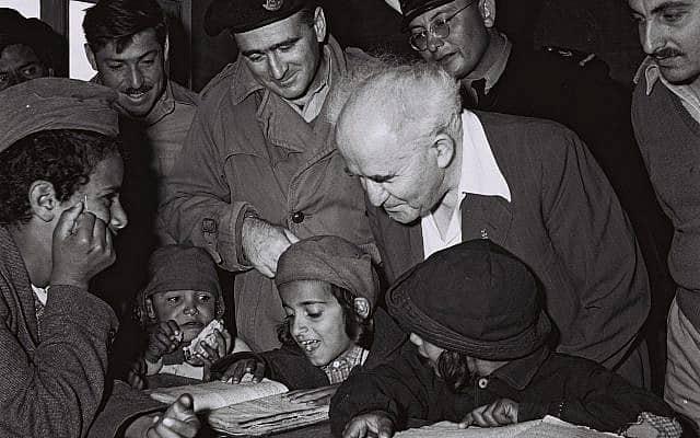 דוד בן-גוריון מבקר במעברת פרדיה, ב-22 בנובמבר 1950 (צילום: דוד אלדן/אוסף התצלומים הלאומי)