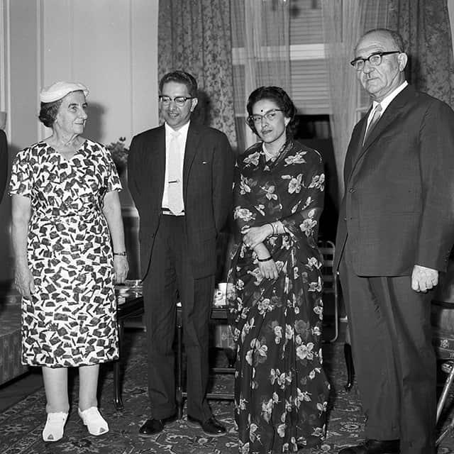 לוי אשכול וגולדה מאיר עם מלך ומלכת נפאל, במלון קינג דיוויד בירושלים, ב-9 בספטמבר 1963 (צילום: פרידן משה/לע״מ)