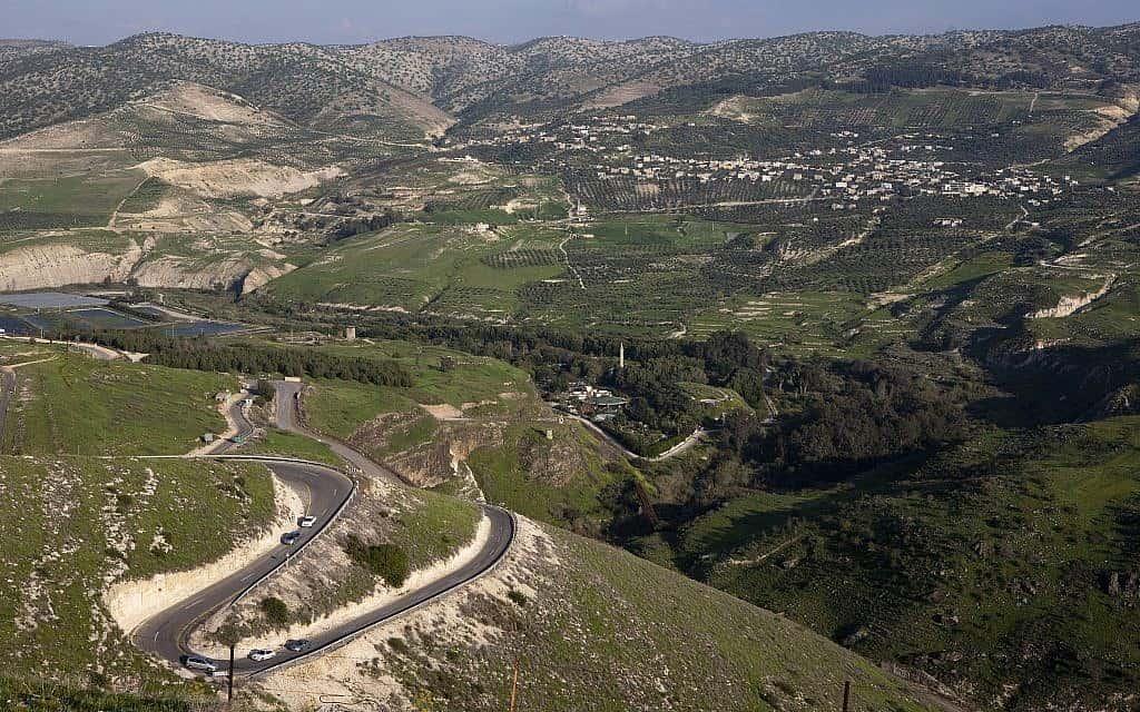 מבט על נחל הירמוך. צומת גבולות בין ישראל, ירדן וסוריה (צילום: Matanya Tausig/Flash 90)