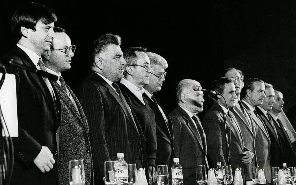 בחירי הליכוד ב-1986 (שני מימין: בנימין נתניהו, שני משמאל: רוני מילוא) (צילום: משה שי פלאש 90)