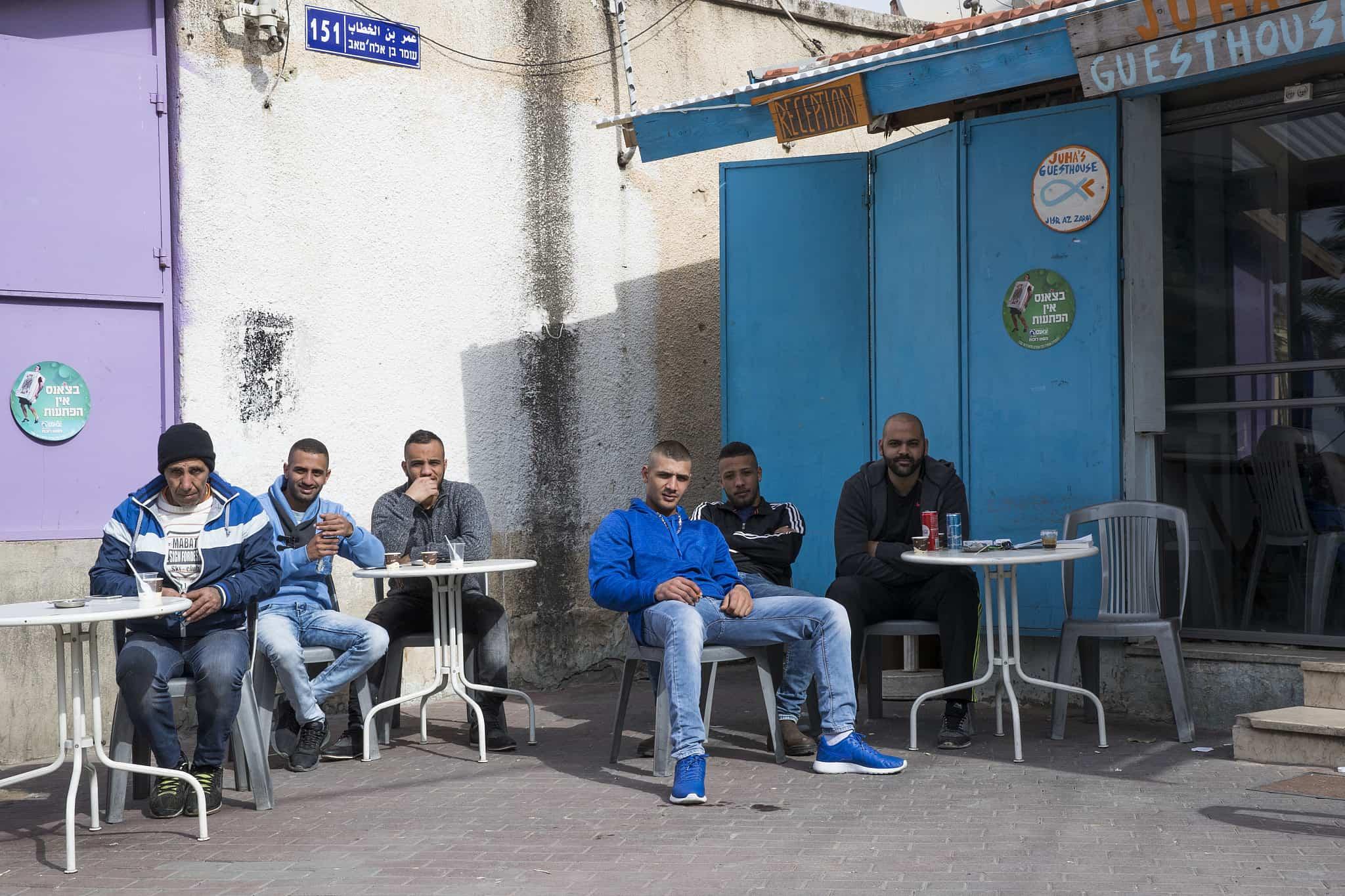 בית קפה בג׳סר א-זרקא (צילום: נתי שוחט/פלאש90)