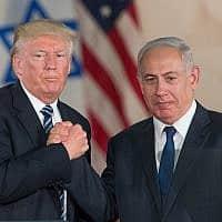 בנימין נתניהו ודונלד טראמפ, בעת ביקור נשיא ארה״ב בישראל במאי 2017 (צילום: יונתן סינדל/פלאש90)