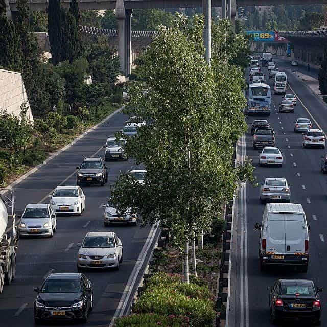פקק תנועה בדרך מנחם בגין בירושלים, 2017, ארכיון (צילום: Yonatan Sindel/Flash90)