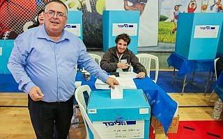 דוד ביטן מצביע בבחירות, ספטבמר 2019 (צילום: פלאש 90)
