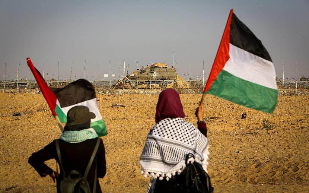 פלסטינים מפגינים על גבול רצועת עזה ב-23 באוגוסט 2019 (צילום: Abed Rahim Khatib/Flash90)