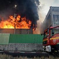"""השריפה במפעל """"שמן"""" בחיפה, ב-5 בספטמבר 2019 (צילום: Meir Vaknin/Flash90)"""