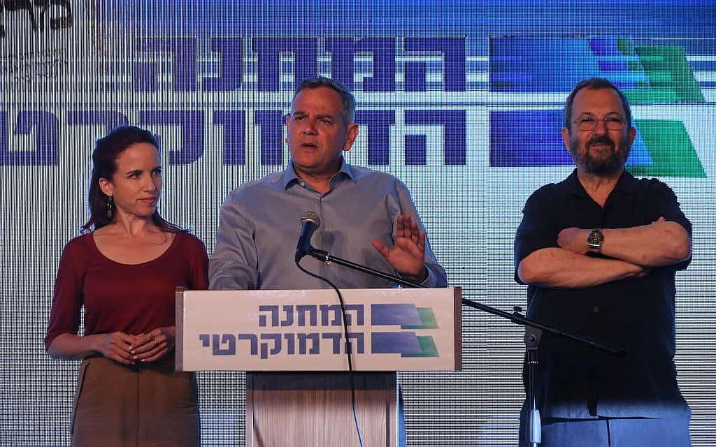 אהוד ברק, ניצן הורוביץ וסתיו שפיר במטה המחנה הדמוקרטי, לאחר היוודע תוצאות המדגמים, ב-17 בספטמבר 2019 (צילום: יוסי זמיר/פלאש90)