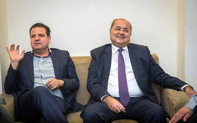 איימן עודה ואחמד טיבי, לקראת פגישתם עם הנשיא שבה ימליצו למי לתת את המנדט להקים הקואליציה. 22 בספטמבר 2019 (צילום: Yonatan Sindel/Flash90)