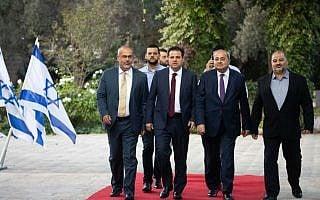 חברי הרשימה המשותפת מגיעים לפגישה עם נשיא המדינה (צילום: Yonatan Sindel/Flash90)