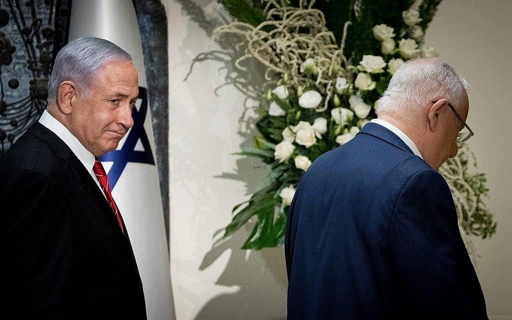 נשיא המדינה ראובן ריבלין מעניק לראש הממשלה בנימין נתניהו את המנדט להרכיב ממשלה, ב-25 בספטמבר 2019 (צילום: יונתן סינדל/פלאש90)