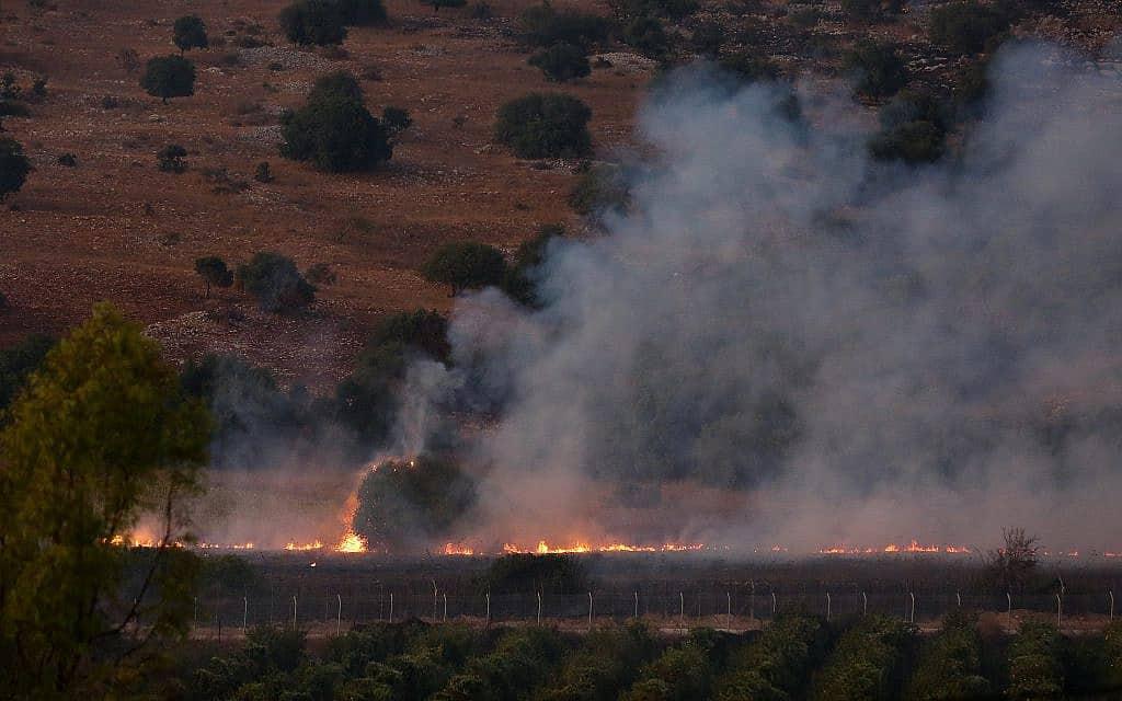 שריפה שפרצה בעקבות ירי הטילים בסמוך למושב אביבים, ב-1 בספטמבר 2019 (צילום: דוד כהן/פלאש90)