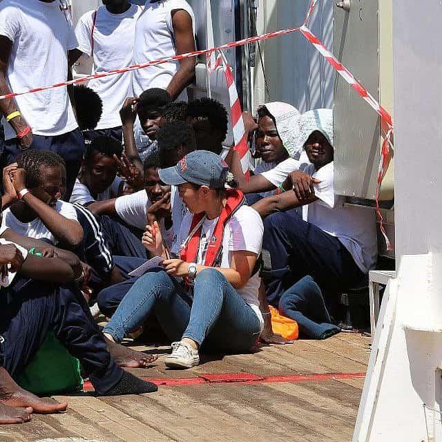 עובדת צוות חילוץ על סיפון ה-Ocean Viking, אוגוסט 2019 (צילום: האנה וואלס באומן\ SOS Mediterranee)