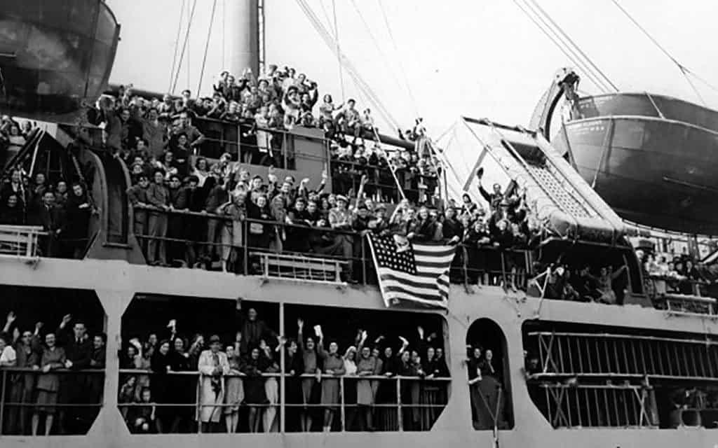 שורדי שואה על סיפון ה-SS מארין פלאשר בזמן היציאה מברמרהאפן לכיוון ניו יורק (צילום: Picture Alliance/DPA/UPI\ באדיבות גורנסיי)