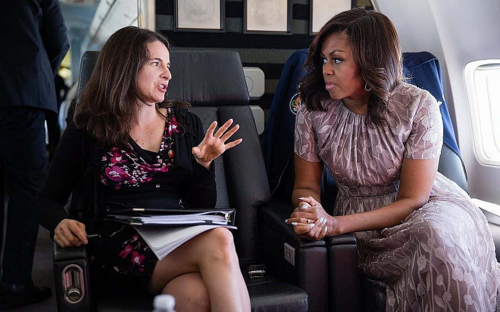 הגברת הראשונה מישל אובמה וכותבת הנאומים שלה שרה הורביץ (צילום: Chuck Kennedy/White House)