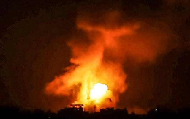 """הפצצת צה""""ל בעזה (צילום: עבד רחים חטיב, פלאש 90)"""