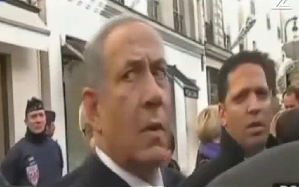 נתניהו ממתין להסעה לצעדת מנהיגי העולם בפריז, צילום מסך מערוץ 12