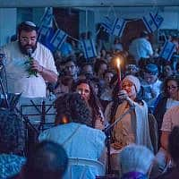 נריה רפאל כנפו בתפילה שוויונית