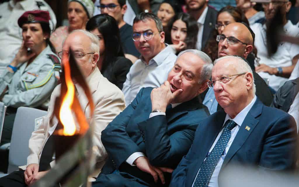 הנשיא ריבלין וראש הממשלה נתניהו היום בהר הרצל, בעצרת לזכר חללי מלחמת יום כיפור. מרכז הליכוד אישרר בערב החלטה לפיה נתניהו הוא מועמד הליכוד לראשות הממשלה (צילום: פלאש 90)