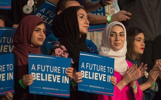 נשים מוסלמיות השתתפו באירוע בחירות של ברני סנדרס (צילום: (דייוויד מקני / AFP / Getty Images))