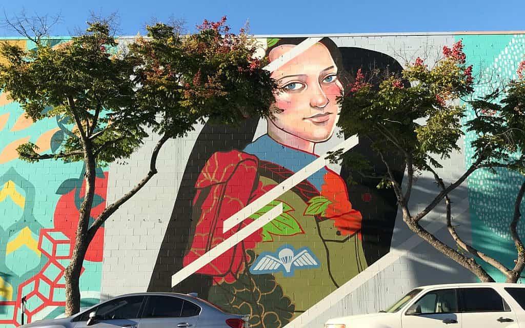 ציור הקיר של חנה סנש שיצרה ג׳ולי רוברטסון בסן דייגו (צילום: באדיבות רוברטסון)