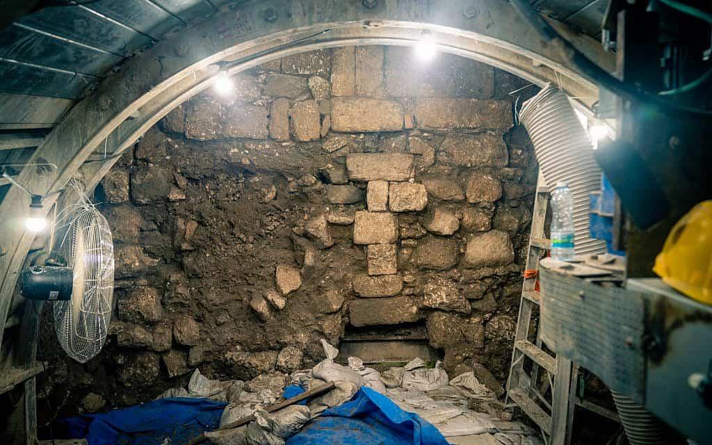 חלק מהדרך הרומית הידועה כדרך עולי הרגל הנחפרת באתר הארכאולוגי בעיר דוד בירושלים, 24 בספטמבר 2019 (צילום: לוק טרס)